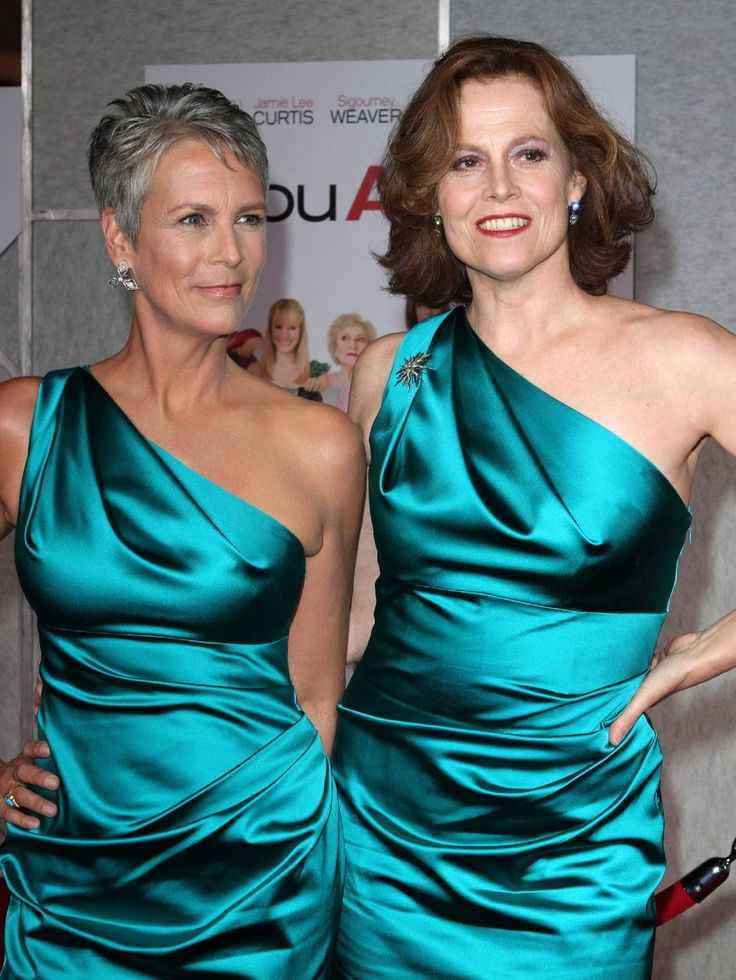 Jamie Lee Curtis, Sigourney Weaver, Horror and Science-Fiction hotties together.. How About That?