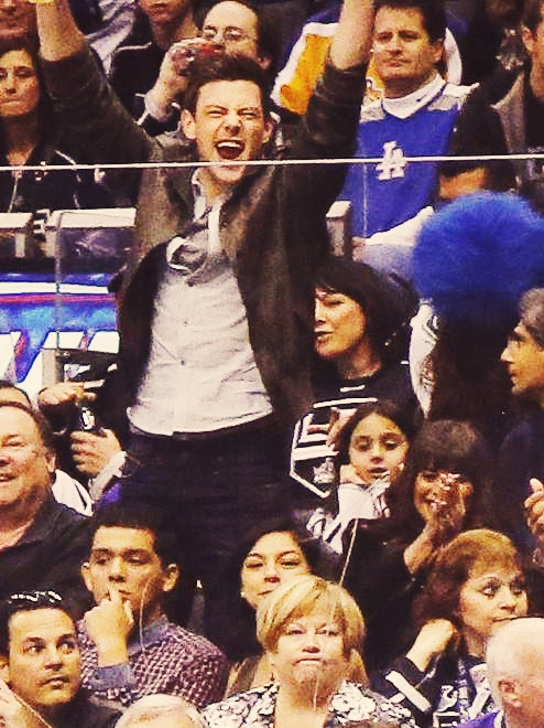 Cory Monteith and Lea Michele cheer on the Vancouver Canucks (March 23) Like a married couple! <3