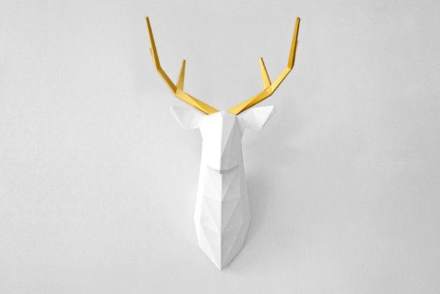 Jeleń FOLDIT jest przestrzenną, papierową rzeźbą do samodzielnego złożenia. Składa się z 7 bigowanych elementów, wyciętych z wysokiej jakości papieru, które połączysz ze sobą za pomocą kleju...