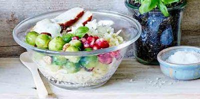 Ga voor veggie: Vervang de kip door tofu, die je evengoed marineert in het mengsel van olie, azijn en citroensap.