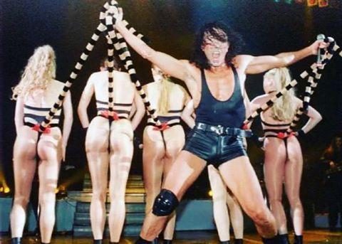 Диана... В детстве стеснялась смотреть Валерия Яковлеча по телевизору из-за этого номера ������ #валерийлеонтьев #леонтьев #valeryleontiev #leontiev #vl #love #onelove #song #performance #iconic #style #singer #greatest #celebrity #personality #idol #amore #spain #люблю #скучаю #жду #лучшийнавсегда #стиль #концерт #песня #тв #великийчеловек #instagood #goodvibes #like4like http://tipsrazzi.com/ipost/1511140437459488139/?code=BT4pji0gE2L