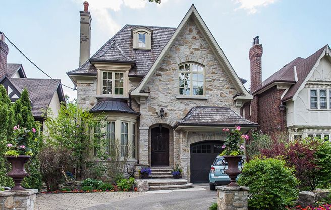 $3.5 million for a Forest Hill home with an envy-inducing backyard pool.  #toronto, #torontorealestate, #torontolife, #condo, #home, #house, #million, #pool.