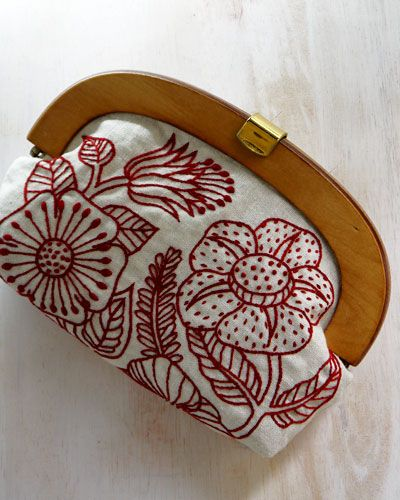 woodpouch-s1.jpg ........... small purse by YUMIKO HIGUCHI who has a fabulous blog page of her embroideries.  Inspiration