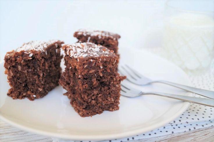 Chokoladekage med kokos - en rigtig klassiker! Den minder om en almindelig chokoladekage eller den som nogen måske kender som klassens-time-kagen.