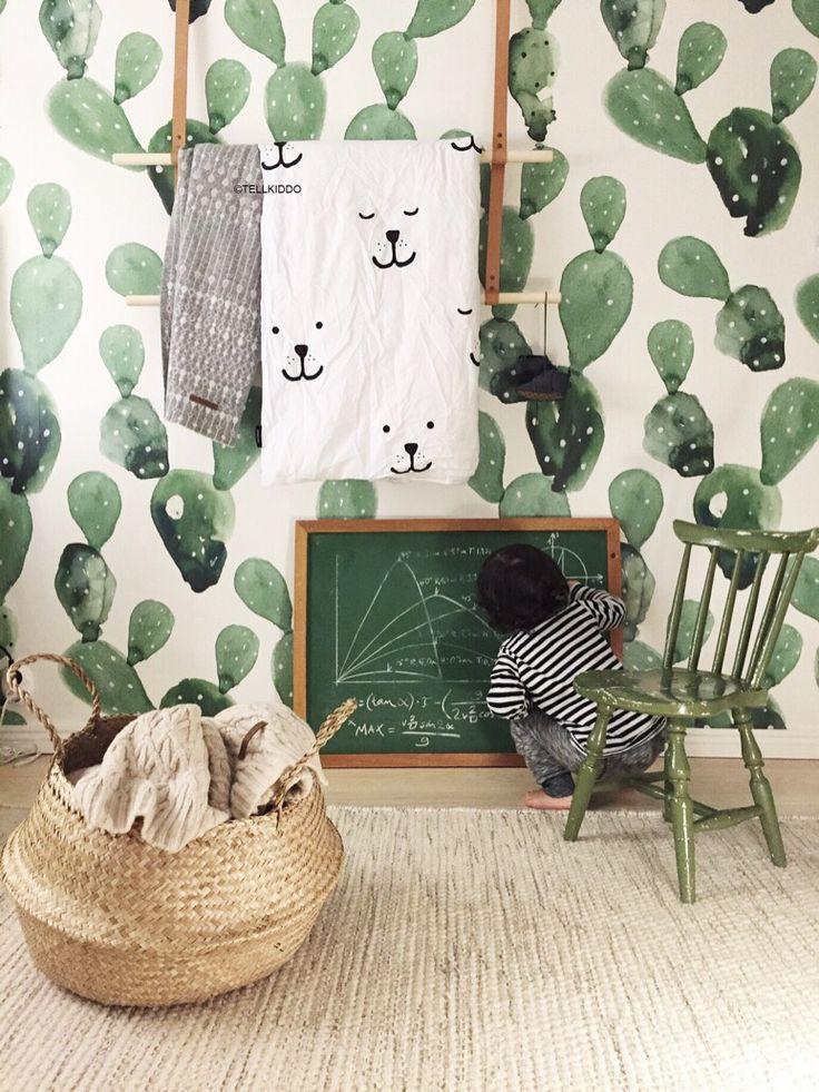Love that cactus wallpaper!