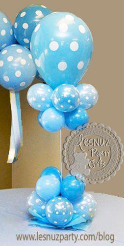 Bautizo en azul decoraciones y mesas dulces - centro mesa lunares