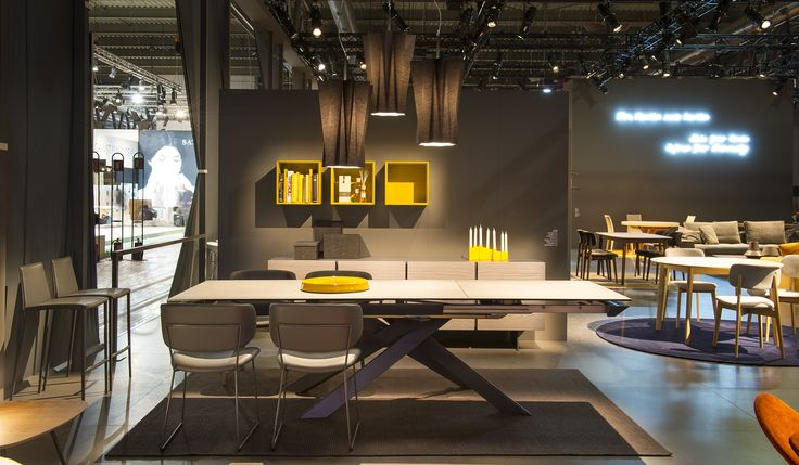 ECLISSE table / CLAIRE chairs / APOTEMA rug / INSIDE wall shelving / ANDORMEDA suspensions light / AIDA stools