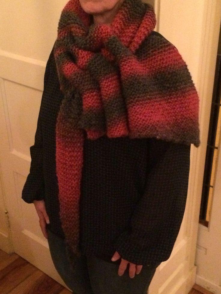 Ravelry sjaal gemaakt. Dit is mijn eerste breiwerk.