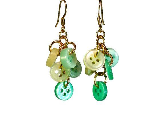 Pulsante repurposed ciondola gli orecchini menta luce verde Upcycled gioielli