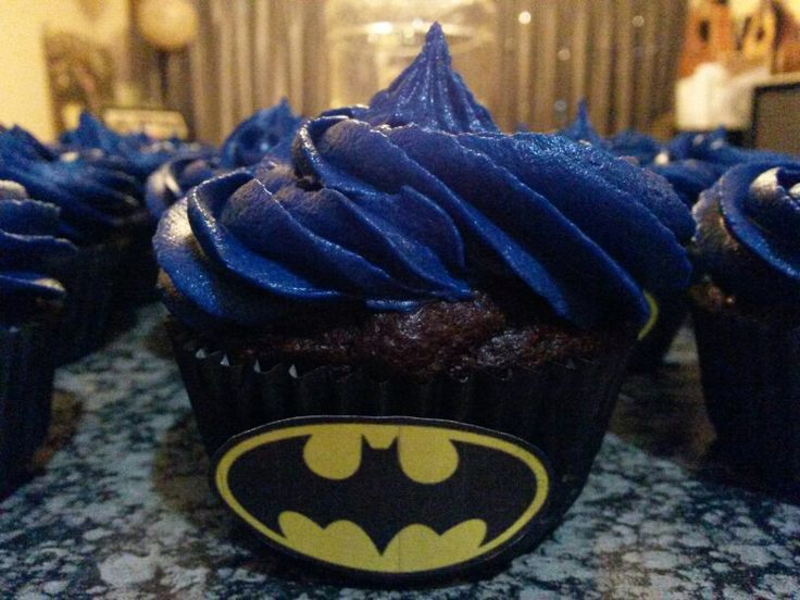 Batman cup cakes