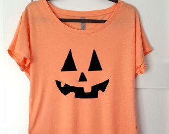 women shirt,women clothing,fashion shirt,pumpkin shirt,workout shirt,halloween shirt,women tee,halloween t shirt, pumkin t shirt,light color