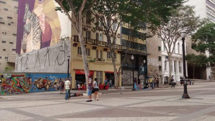 Praça da Artes esquina da Avenida São João e Rua Formosa ( Vale do Anhangabaú), São Paulo. Fotografia de Patricia Marcucci Kulaif em dezembro/2016