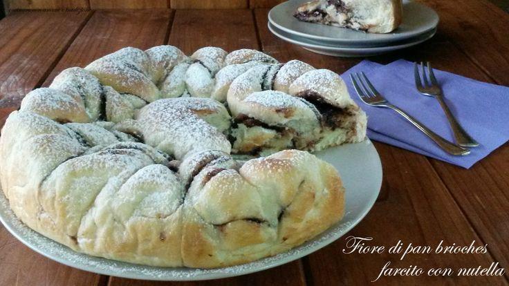 Il fiore di pan brioches farcito con nutella (alto, soffice e profumato) è un dolce ideale per un dolce risveglio la mattina e per iniziare la giornata con un sorriso all'insegna di una sana colazione.