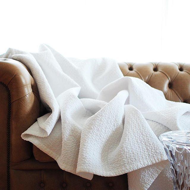 ベッドカバーやソファカバーとしても使える大きいサイズです。 真っ白のキルティングマット 再入荷致しました✧✧ 大きいサイズ、BABYサイズともにオンラインショップに在庫ございます。 * https://passport.theshop.jp * #mylittlepassport#babyグッズ#ベビーグッズ#ベビー用品#morning#goodmorning#bed#bedroom #寝室#ベッドルーム#イブル#ベビーイブルbed#bedroom #bedtime #クッション#寝室#ベッドルーム#インテリア#ベビーイブル#キルティングマット#ornedefeuilles #花のある生活#jomalone #interior #simple#花のある生活#ベッドカバー#子供部屋#子供部屋インテリア#キッズルーム#kidsroom#リビング#livingroom #livinginterior