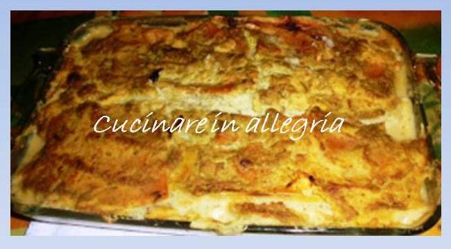 Lasagne di zucca e porri. Ingredienti: zucca tagliata a fette se possibile o pezzi quadrati o rettangolari, la quantità sufficiente per formare 3 strati di una pirofila per lasagne. qualche porro l...