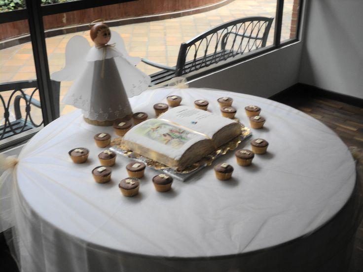 Mesa de Ponque y cupcakes