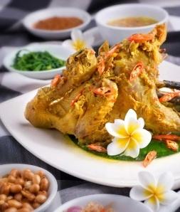 Salah satu peninggalan kuliner Bali yaitu Aya Be Tutu. Makanan ini sangat populer bahkan bagi yang bukan orang Bali. Gilimanuk merupakan tempat asal dari makanan ini. (One of Balinese culinary heritage is Ayam Be Tutu. This meal is so popular even for non-Balinese. And Gilimanuk in Jembrana regency, is the 'nest' of this yummy food.)