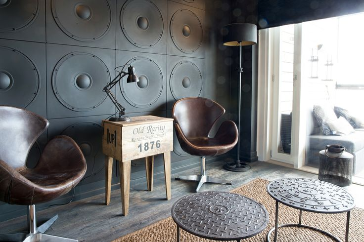 Eturivin paikat TV-huoneessa. Tuolit by Don Goffo. Pöydät by Sisustusliike S.A.L.I. #asuntomessut #asuntomessut2014 #yitasuntomessut #yitaija #yitaijabaarihuone