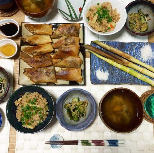 筍ご飯 姫筍グリル 春巻き 姫筍とわかめの味噌汁 わかめと胡瓜、もやしの酢の物  春巻きとご飯、お味噌汁には姫筍たっぷり