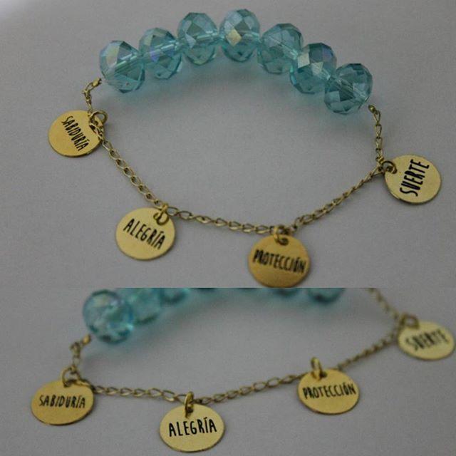 Hermosa pulsera de piedra  murano azul y cadena en oro gold-filled con dijes de SABIDURIA, ALEGRIA, PROTECCIÓN Y SUERTE Pedidos Whatsapp 3022736221 #pulsera #murano #azul #sabiduria #alegria #proteccion #suerte #amuleto #orogoldfilled #accesorio #accesoriospersonalizados #accesoriosbogotacolombia #regalo #regalosoriginales #accesoriosoriginales #accesoriosbogota #accesorioscolombia #ventadeaccesorios #golfi #accesoriosdemoda #accesoriosparamujer #accessories #pulseras #