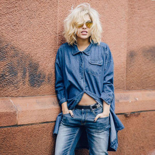 Look com jeans em dobro. Camisa + calça jeans.