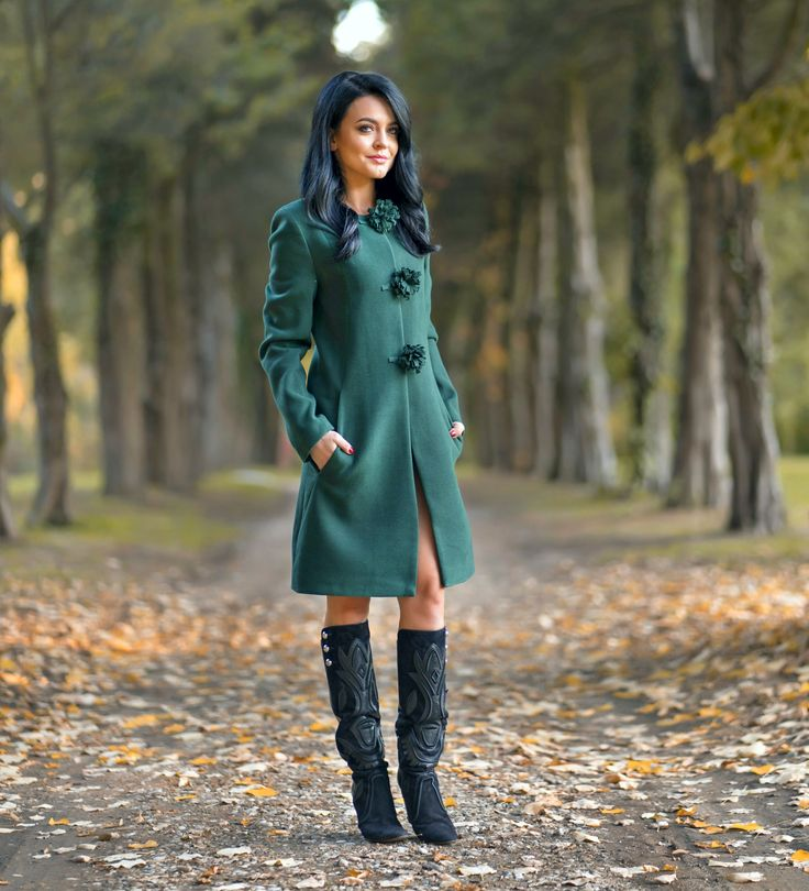 Complete your autumn outfits with  a chic and warm coat in a gorgeous shade of green. Discover the Green Ava coat in our online shop