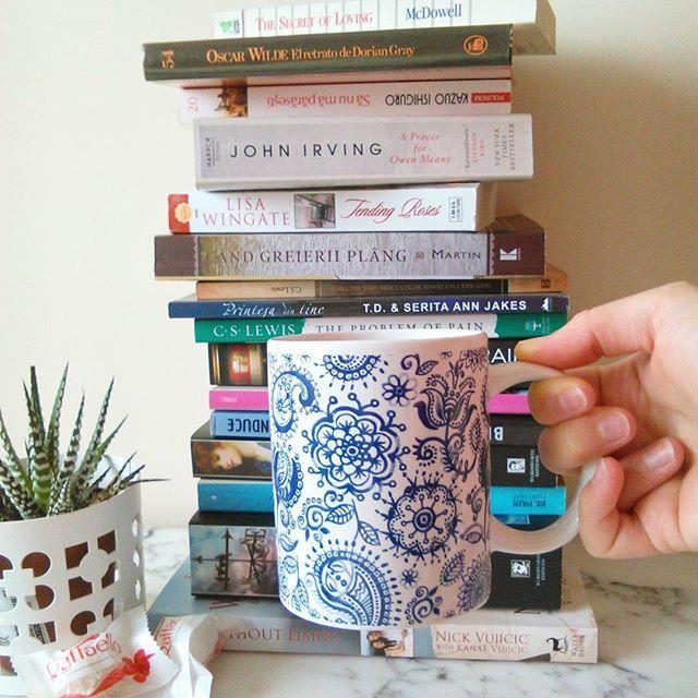 Books+Coffee.  #bookstagram #book #book📖 #instabook #Reading #lovereading #readersfromromania #readinglist #coffee #Raffaello #whattoread #bookaholic
