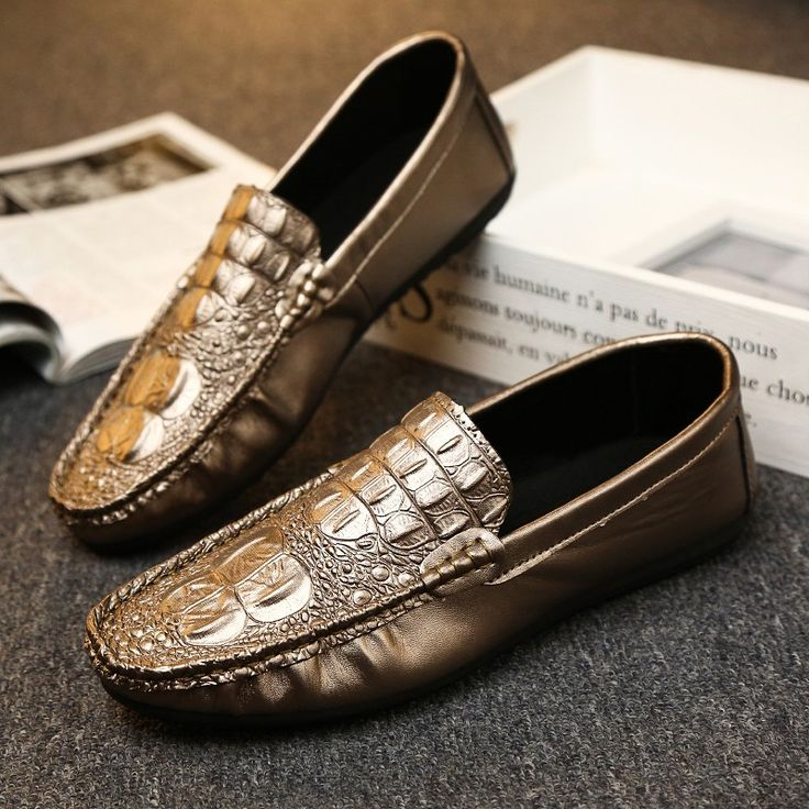 Trendy Men Round Toe Soft Loafers Male Italian Elegant Mens Crocodile Leather Flats Men Driving Shoes Slip On Moccasins Golden