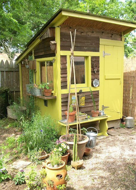 garden shed - would be a cute coop