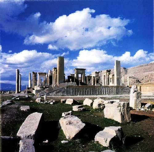 Chiraz - Iran - Les ruines de persépolis: Palais de Xerxès au premier plan et Apadana dans le fond image domaine public.