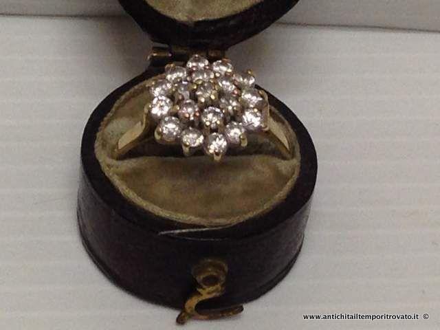Gioielli e bigiotteria - Anelli Antico anello inglese a rosetta - Antico anello inglese con 19 zaffiri bianchi Immagine n°1