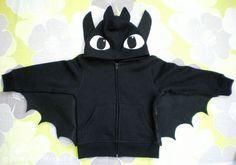 Desdentado! Idea disfraz: Sudadera negra, con apliques en capucha y alas en las mangas unidas al torso. // toothless costume