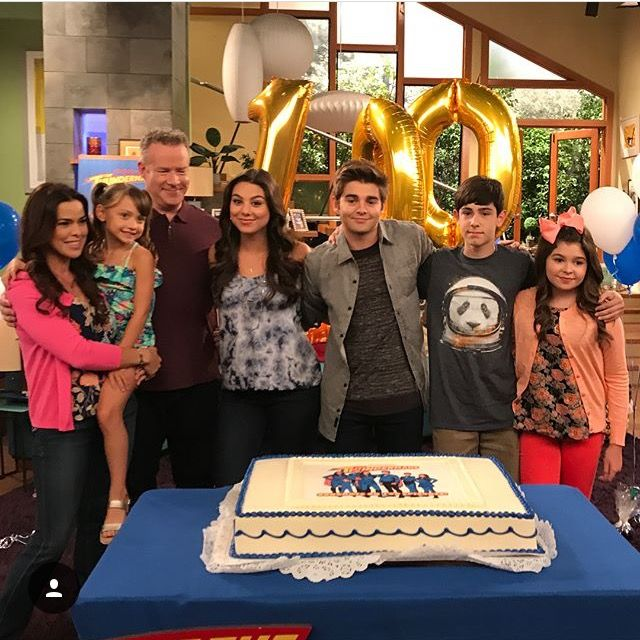 More pics of the celebration of 100 episodes of the thundermans 😘❤👌🏽⚡️