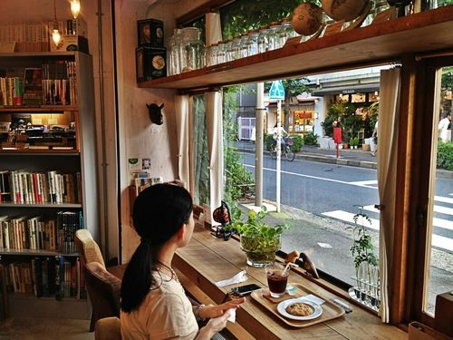 http://whatsthecatreading.tumblr.com/post/47337023248/reading-nooks-with-views-of-the-hip-shimokitazawa
