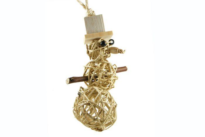 The Spunky Parrot - Frosty #hangingbirdtoy (http://www.spunkyparrot.ca/toys/frosty/)