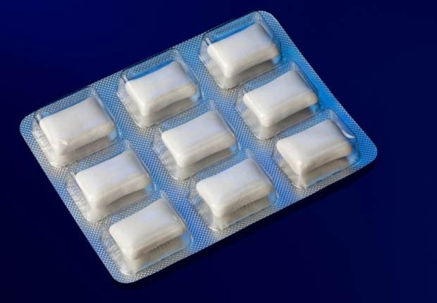 Chew Gum Yes, chewing sugar free gum can help keep the weight off. It releases hormones that signal your brain that you're full.