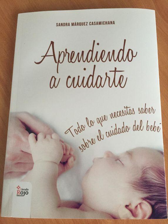 Acabas de quedarte embarazada y te asaltan multitud de dudas sobre cómo cuidar y atender a tu bebé. Vas a ser papá y no sabes cómo vas a cogerlo, o atenderlo, … Este es un libro de lectura obligad…