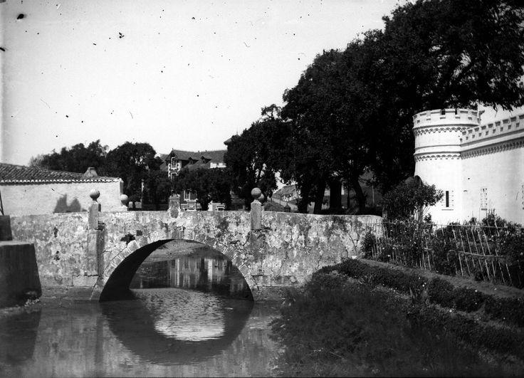 """""""Almeida Garrett, descrevendo a margem norte do Tejo, desde Belem até Paço d'Arcos, exclama: <<Não ha palavras que digam todas as bellezas d'aquella terra, d'aquelle ceo, d'aquellas aguas.>>E com effeito, nos arredores de Lisboa, não ha sitio m..."""