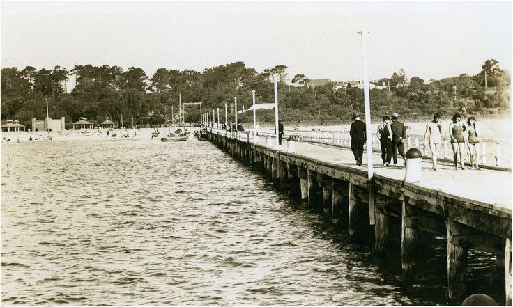 Vintage postcard showing the pier, Frankston Beach.