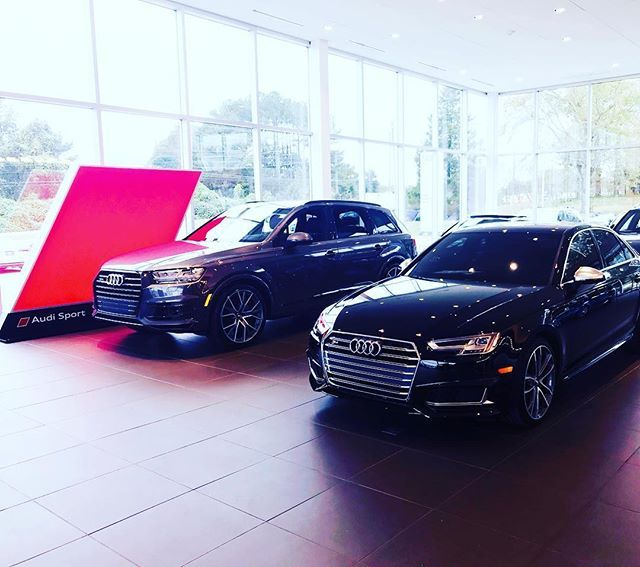 Daily Driver Roadtrip Rider 2019 Audi Q7 Prestige Black Optic 2018 Audi S4 Premium Plus Tinted Audi Q7 Audi Automotive Photography