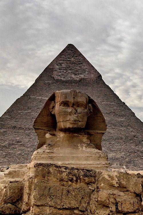 Le Sphinx et son nez cassé. Ca me fait penser à la BD Astérix et Obélix, où il y a un épisode avec cette statue !