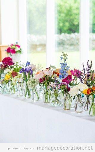 Idée déco table mariage pot en verre et fleurs