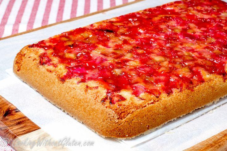 Пирог с рабарбаромявляется вторым вариантомперевернутого пирога с фруктами, где основой бисквитного теста служит мучная смесь без глютена «Белый Хлеб» производства Гарнец. Пер…