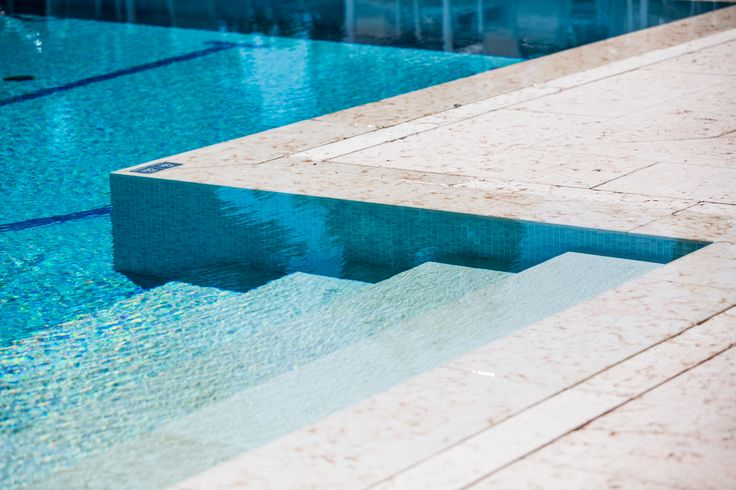 Non hai voglia di tuffarti in questa meravigliosa acqua?