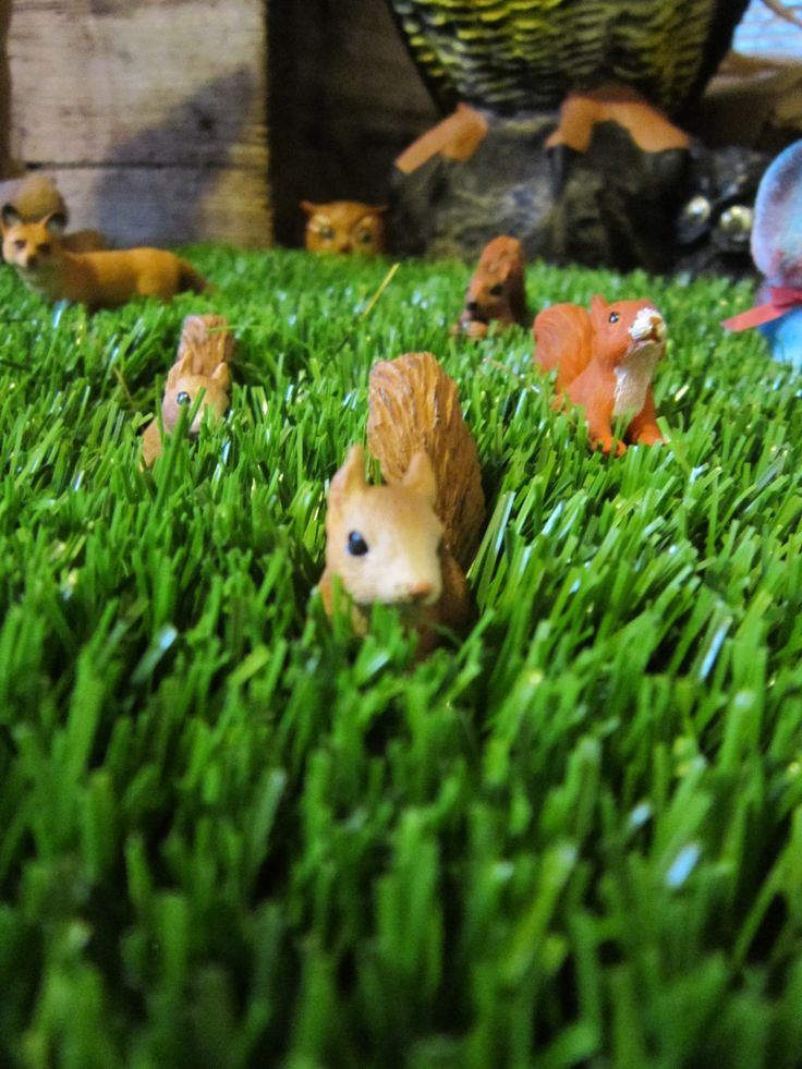 woodland birthday decorations- squirrels in the grass
