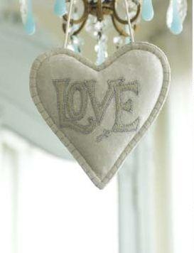 Love hearts: Valentines Ideas, Heart Heart, White Valentines, Valentines Day, Valentine Ideas, Love Heart, White Colors, Heart Ornaments, Felt Heart