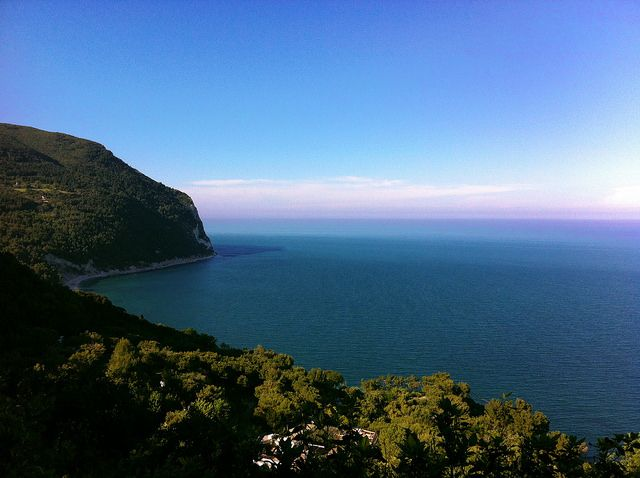 http://www.hotelsinmarche.com/sirolo Veduta da #Sirolo sul #MonteConero grazie ad Uscè da flickr