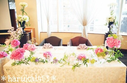 *my wedding flower*1.5次会の高砂装花♡この時期しか出回らない、大好きな芍薬を使ってもらいました♪♪親族のみの会食と違ってこちらはピンクをメインに可愛らしいイメージで♡#ウェディング#装花#高砂#メインテーブル