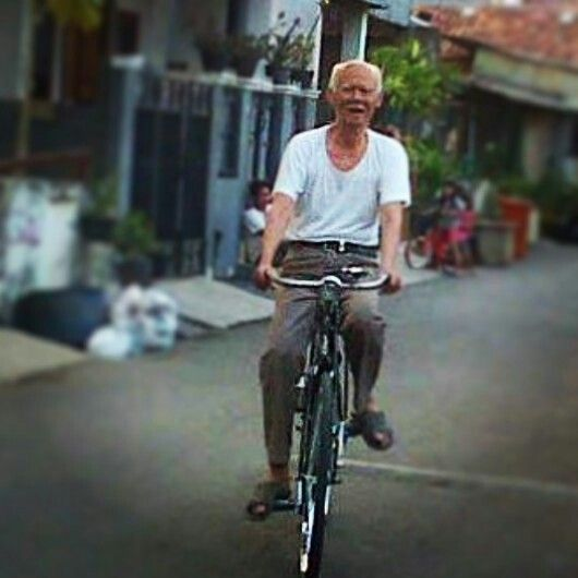 This is my Dad... He will be 81 this November... This picture was taken couple of days before he celebrate his 80th birthday, just to proof that he still can ride a bike... Thanks God he is still perfectly healthy and funny up until now... I love you, Dad...