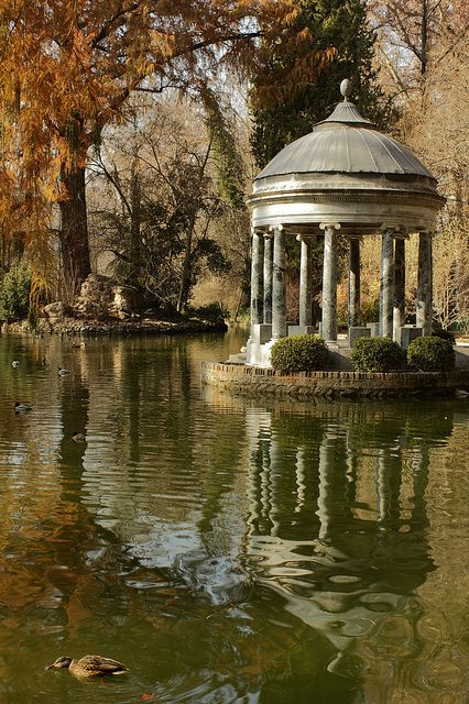 A romantic afternoon on the lake. Aranjuez, Madrid CruiseHolidaysNJ.com - Marlboro NJ (800) 284-2784